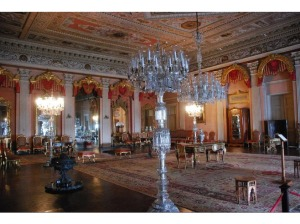 4180049-Dolmabahce_Palace_Istanbul