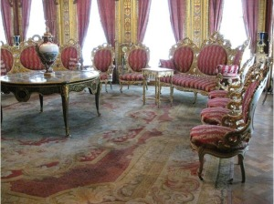 4601824-Sultans_Room_in_the_Harem_Dolmabahce_Palace_Istanbul